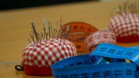 Accessoires de couture et ruban métrique Accessoires de couture et de tricotage Ensemble de différents accessoires de couture Images libres de droits