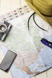 Accessoires de fond pour voyager avec la carte de l'Amérique, l'appareil-photo etc. de photo photo stock