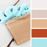 Accessoires de mariage échantillons de palette de couleurs tonalités en pastel Photographie stock libre de droits