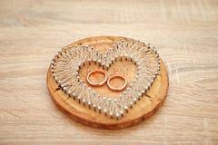Accessoires de mariage Oreiller ou coussin élégant pour des anneaux Cérémonie de mariage photo libre de droits