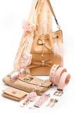 Accessoires de mode beiges photo stock