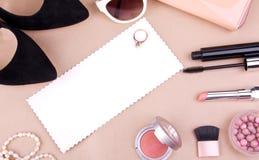 Accessoires de mode des femmes et cosmétiques Photographie stock