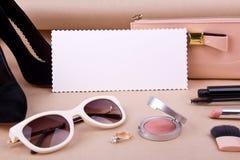 Accessoires de mode des femmes et cosmétiques Photographie stock libre de droits
