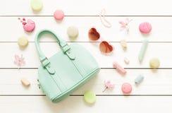 Accessoires de mode en pastel pour des filles sur le blanc Image libre de droits