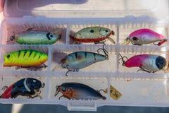 Accessoires de pêche semblables à de petits poissons, crochets Photo libre de droits