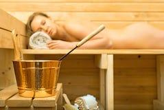 Accessoires de station thermale dans le sauna Image libre de droits