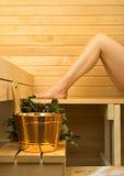 Accessoires de station thermale dans le sauna Images libres de droits