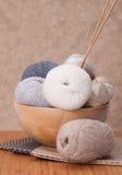 Accessoires de tricotage Boules de fil Photo libre de droits
