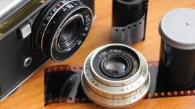 Accessoires de vieux appareils-photo de film images libres de droits