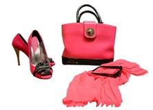 Accessoires du ` s de femmes d'écarlate, sandales, arc à talons hauts de suède et Photos libres de droits