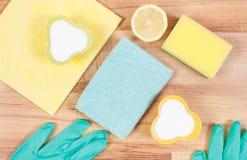 Accessoires et détergents non-toxiques pour la maison de nettoyage, concept de fonctions de ménage photo stock