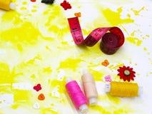 Accessoires et matériaux pour la couture photo libre de droits