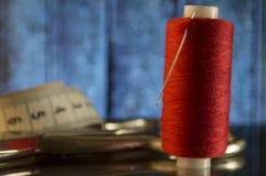 Accessoires et outils de couture pour la mise sur pied Images libres de droits