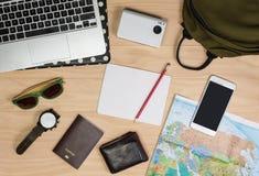 Accessoires et préparation de voyage image stock
