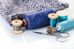 Accessoires et tissu de couture Images stock