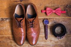 Accessoires formels masculins bruns élégants élégants Photos stock
