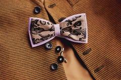 Accessoires : papillon, liens, boutons de manchette, pour un costume classique photos stock