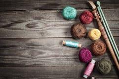 Accessoires pour le fond de tricotage Photographie stock
