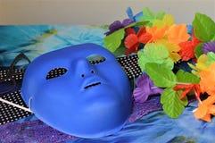 Accessori blu della festa in costume e della maschera fotografia stock libera da diritti
