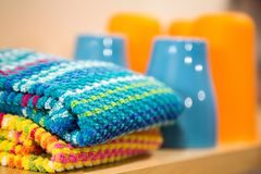 Accessori brillantemente colorati della cucina Fotografia Stock