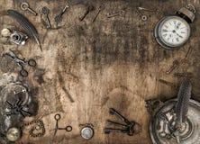 Accessori d'annata dell'ufficio del fondo di legno rustico Immagine Stock Libera da Diritti