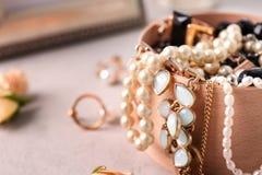 Accessori dei gioielli in scatola Immagine Stock Libera da Diritti
