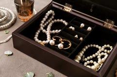 Accessori dei gioielli in scatola Immagine Stock