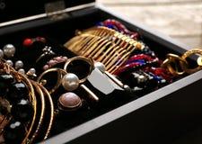 Accessori dei gioielli in scatola Fotografia Stock Libera da Diritti