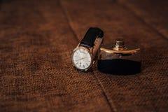 Accessori del ` s degli uomini: Farfalla del ` s degli uomini, scarpe, orologi Immagini Stock Libere da Diritti
