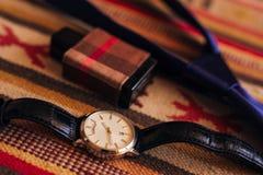 Accessori del ` s degli uomini: Farfalla del ` s degli uomini, scarpe, orologi Fotografia Stock Libera da Diritti