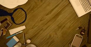 Accessori del ` s degli uomini isolati su fondo di legno Fotografie Stock Libere da Diritti