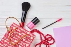 Accessori della borsa e di bellezza del regalo Fotografie Stock