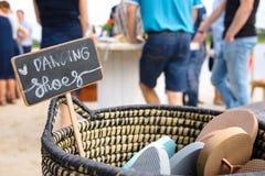 Accessori della spiaggia per una festa nuziale immagine stock