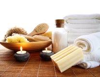 Accessori della stazione termale con le candele e gli asciugamani Fotografia Stock