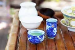 Accessori di cerimonia di tè del cinese tradizionale (tazze di tè)  Fotografia Stock Libera da Diritti