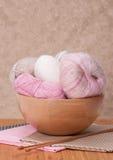 Accessori di lavoro a maglia Palle del filato Immagine Stock
