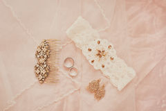 Accessori di nozze, fedi nuziali Immagine Stock