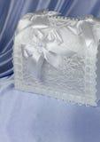 Accessori di nozze sulla viola Fotografie Stock Libere da Diritti