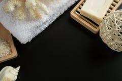 Accessori di pulizia della stazione termale fotografie stock libere da diritti