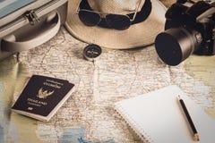 Accessori di viaggio per il viaggio di viaggio passaporti Fotografia Stock Libera da Diritti