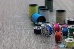 Accessori e abbigliamento dell'indumento che riparano attrezzatura fotografia stock libera da diritti