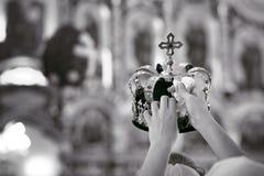 Accessori ortodossi di nozze compreso due corone Immagini Stock