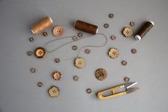 Accessori per il cucito ed il cucito fotografie stock