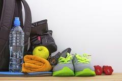 Accessori per lo sport nella palestra Fotografia Stock