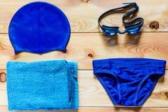 Accessori per nuoto competitivo nello stagno Fotografie Stock