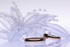 Accessorie di cerimonie nuziali un occhiello Fotografia Stock