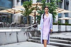 Accessorio blu sexy della borsa del vestito da stile di modo di usura di donna di fascino Immagini Stock