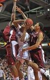 Acción 2011-12 del baloncesto del NCAA Imagenes de archivo