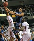 Acción 2011-12 del baloncesto del NCAA Fotos de archivo
