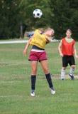 Acción adolescente 20 del fútbol de la juventud Foto de archivo libre de regalías